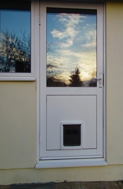Dog Mate Medium Dog Door 215 Fitted Into Flat UPVC Door Panel